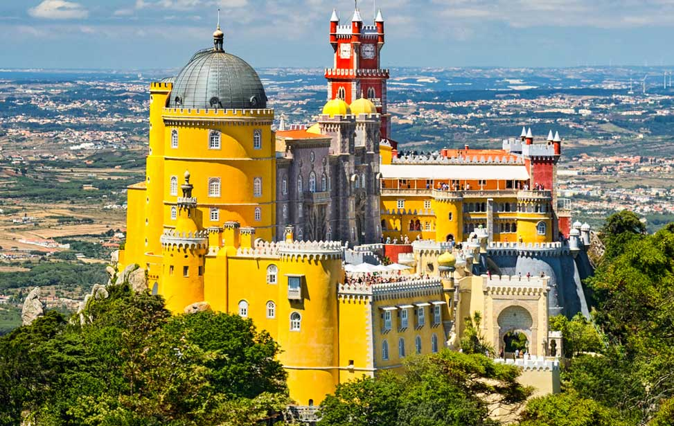 Private Tour to Sintra & Pena Palace and Wine Tasting in Colares